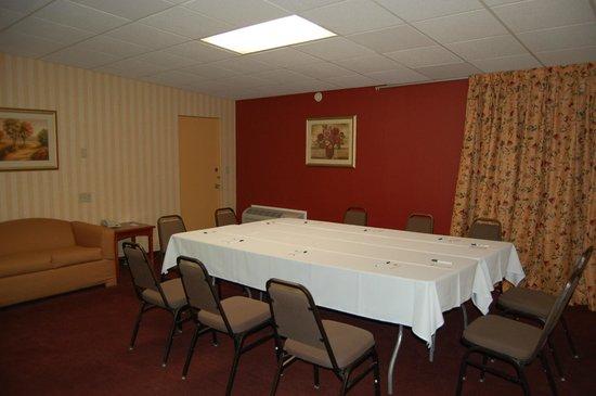 Quality Inn & Suites Kansas City I-70 East: Meeting Room