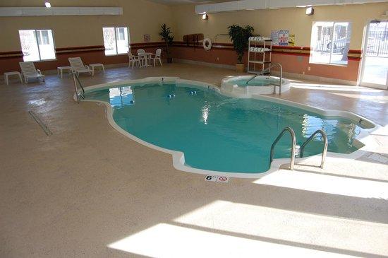 Quality Inn & Suites Kansas City I-70 East: Indoor Pool Recreation Center