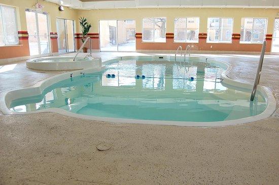 Quality Inn & Suites Kansas City I-70 East: Indoor Pool Recreation Area