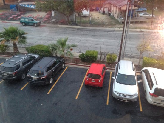Holiday Inn Express Hotel & Suites San Antonio-Downtown Market Area: View of parking lot