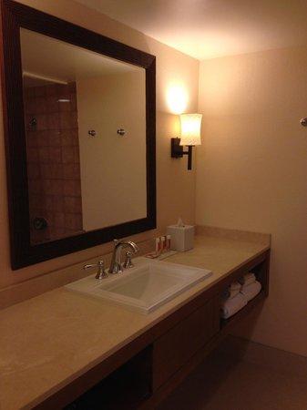 Tropicana Las Vegas - A DoubleTree by Hilton Hotel : Wash basin