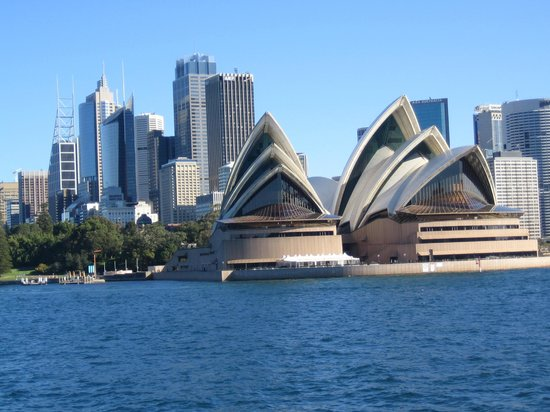 Taronga Zoo : Closer view of Opera House from ferry