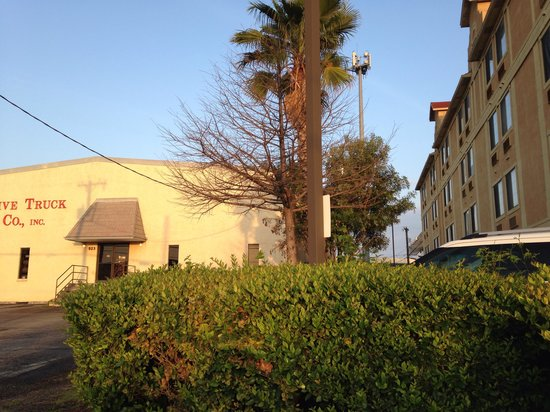 Holiday Inn Express Hotel & Suites San Antonio-Downtown Market Area: Small area between auto shop and hotel lies the pool