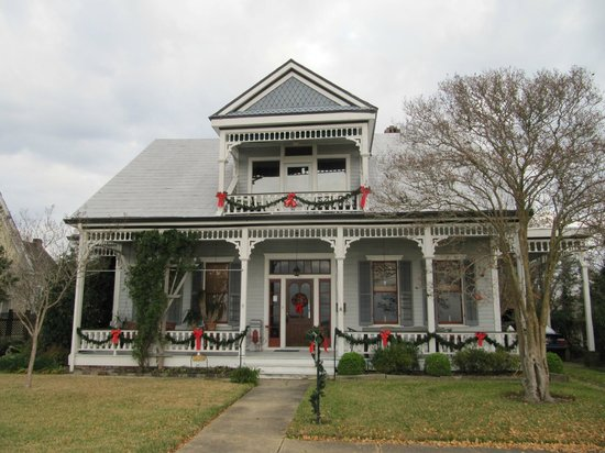 Bluff Top Bed and Breakfast: Dressed up for the holidays