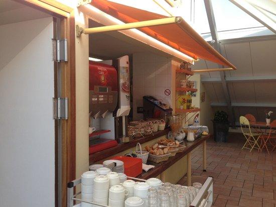 Hotel L'Esterel: В кафе на завтраке