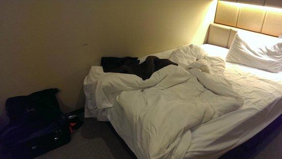 Hotel Sunroute Higashi Shinjuku : 床