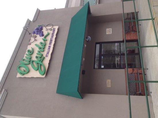 Olive Garden: Entrance