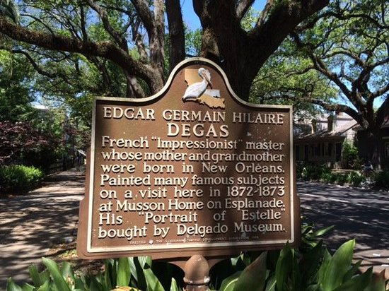 Edgar Degas House Creole Impressionist Tour : Sign marking the house