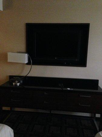 Sheraton New York Times Square Hotel : tv/dresser