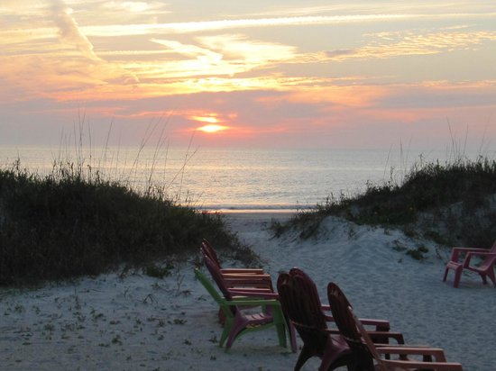 Great Heron Inn: Short walk to the beach & beautiful sunsets in the evenings!