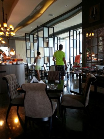 The Continent Hotel Bangkok by Compass Hospitality : 早餐選擇多美味!