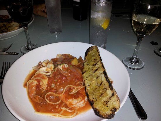 Saltaire Restaurant: Spicy and yet unimpressive tomato sauce with good calamari and four jumbo shrimp over linguine