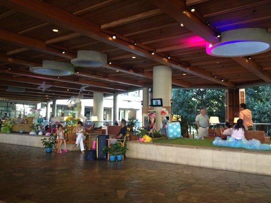Hale Koa Hotel: Lobby