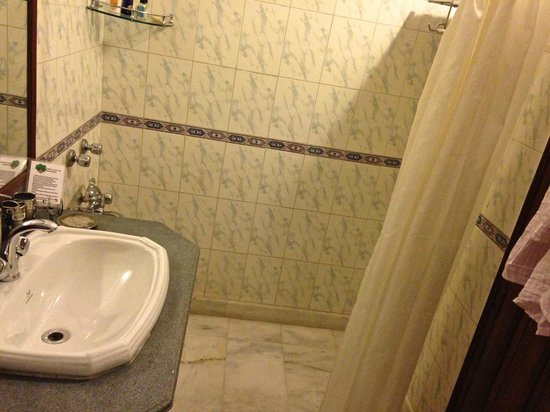 Soi : Impeccably CLEAN Bathroom with marble floors and walls