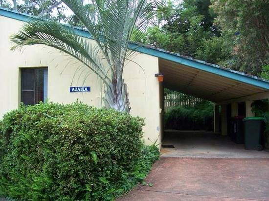 Tropic Oasis Holiday Villas: Azalea Villa from the driveway