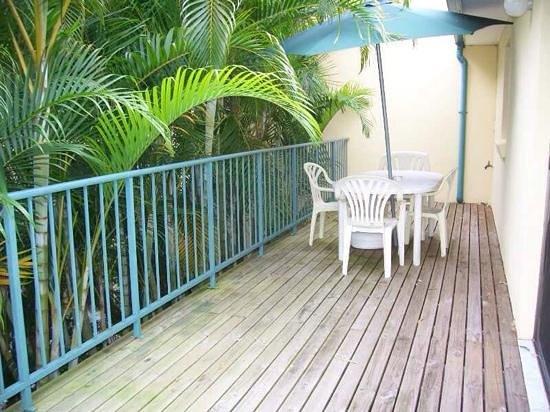ทรอปิค โอเอซิส ฮอลิเดย์ วิลล่า: Azalea Villa balcony