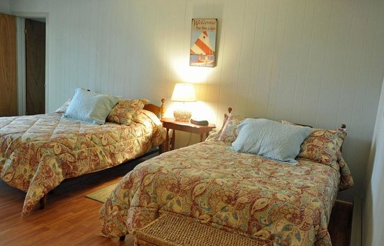 Pow-Wow Lodges & Motel: Bedroom
