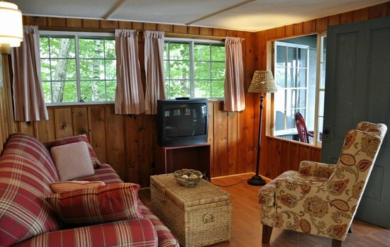 Pow-Wow Lodges & Motel: Living Room