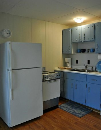 Pow-Wow Lodges & Motel: Kitchen