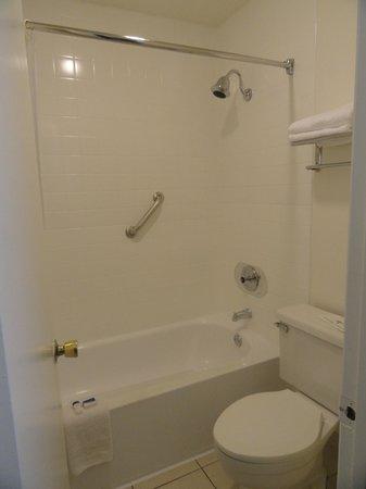 Pleasant Inn: Bathroom