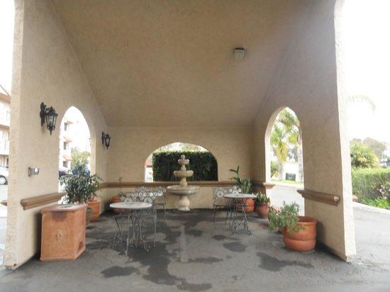 Pleasant Inn: Hotel entrance