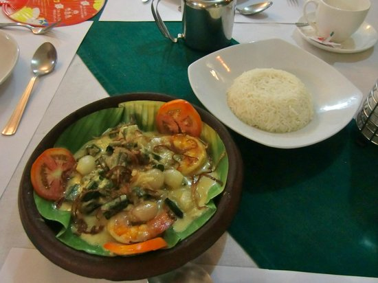 Oceanos Restaurant : grilled prawn in coconut sauce!