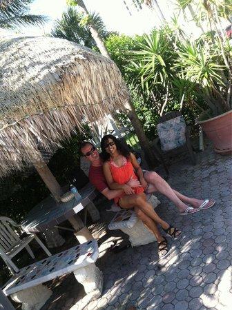 Sands Point Motel: Loved the Tiki hut :)