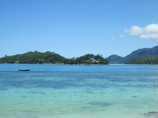 Beachcomber Sainte Anne Resort & Spa: Blick auf die Nachbarinsels