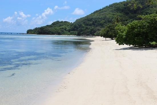 Beachcomber Seychelles Sainte Anne Close for Renovation: Weiterer Strand