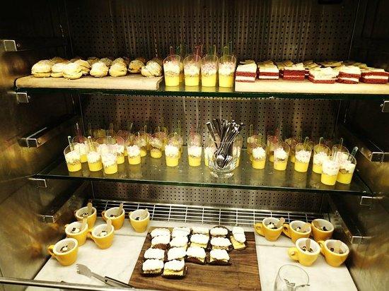 Bazaar at the QT Hotel: Dessert buffet