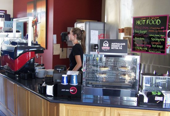 Salt Shaker: Cafe