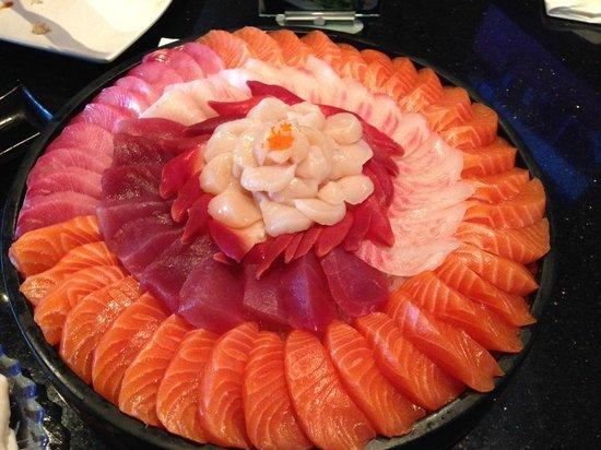 Sumo Sumo Sushi Bar & Grill: Assorted sashimi - Salmon, tunas, scallop..
