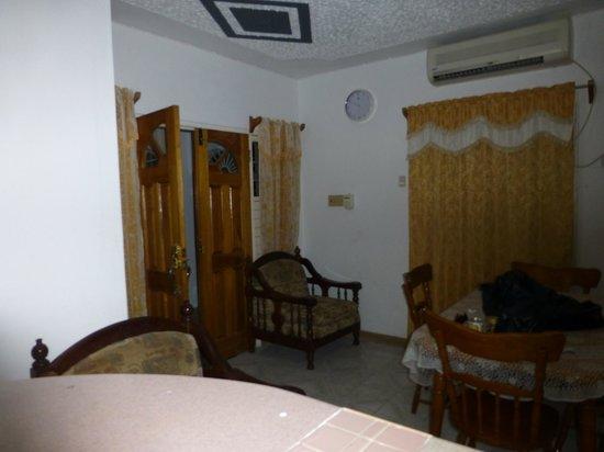 Van Villa: Entry way & Living/Dining area