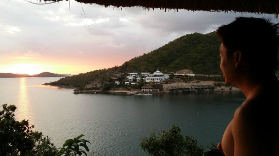 AL FARO Cosmio Hotel Palawan: Watching the sunset from our patio