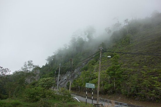 Gunung Raya: a cloudy road on the top