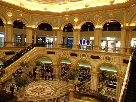 The Venetian Macao Resort Hotel : 中央の吹き抜け