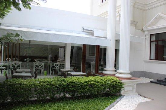 White Mansion : Entrance