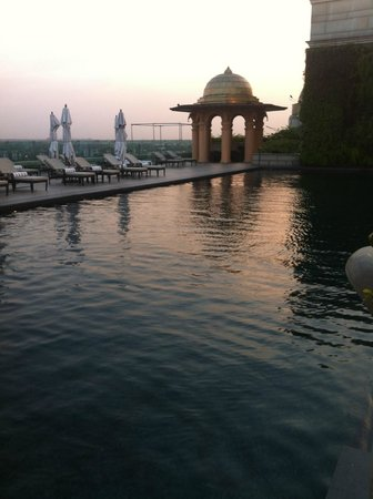 The Leela Palace New Delhi: Rooftop pool!