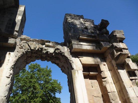 Jardins de la Fontaine : Templo de Diana