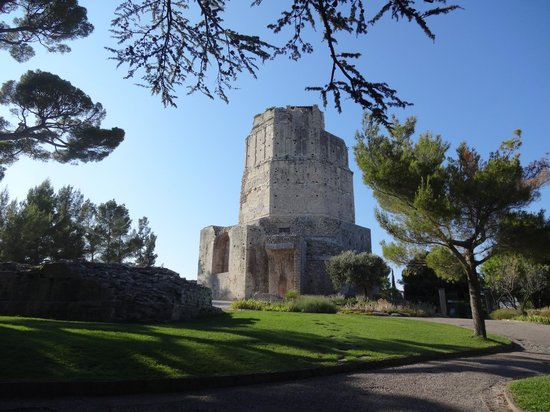 Jardins de la Fontaine : torre magna
