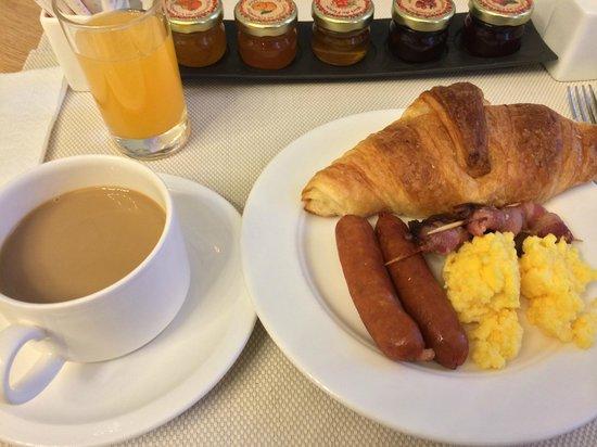 Hotel Corona Opera: 朝食.コンチネンタルにしては合格点