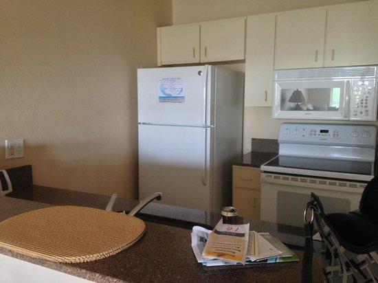 Island Seas Resort: Kitchen area