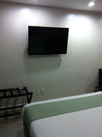 Subic Coco Hotel: TV on the wall