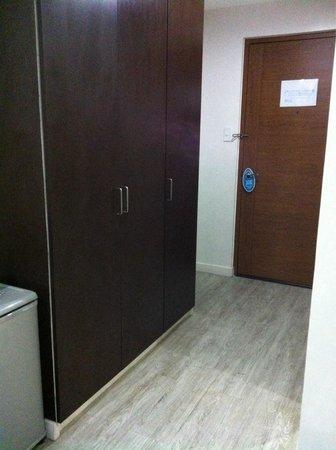Subic Coco Hotel: Cabinet