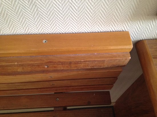 Rydges Lakeland Resort Hotel Queenstown : Dust - housekeeping? What housekeeping?