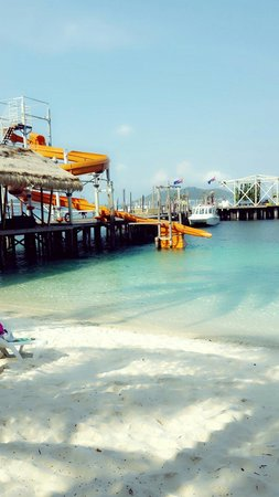Rawa Island Resort: Water park with clean ocean