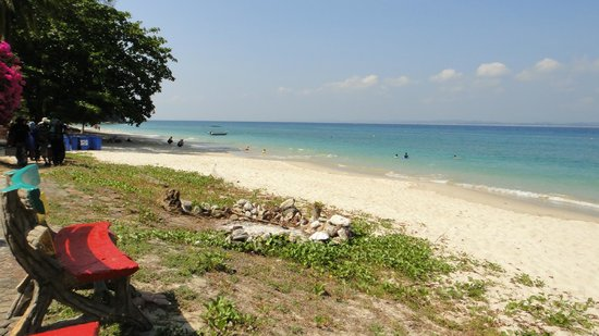 Kapas Island Resort: beach front