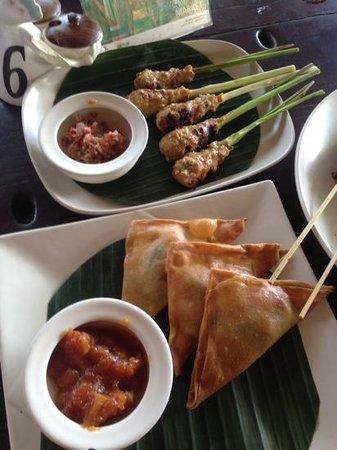 Cafe Batu Jimbar: samosas!