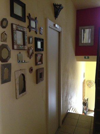 Caffeletti B&B: corridoio - corridor