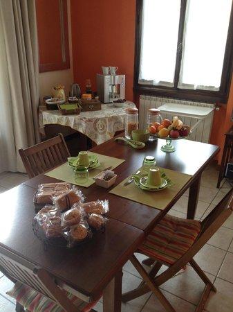 Caffeletti B&B: dining room - sala colazione